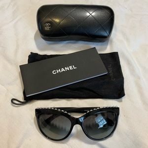 NWT Authentic Chanel Over-size Sunglasses w/ Pearl